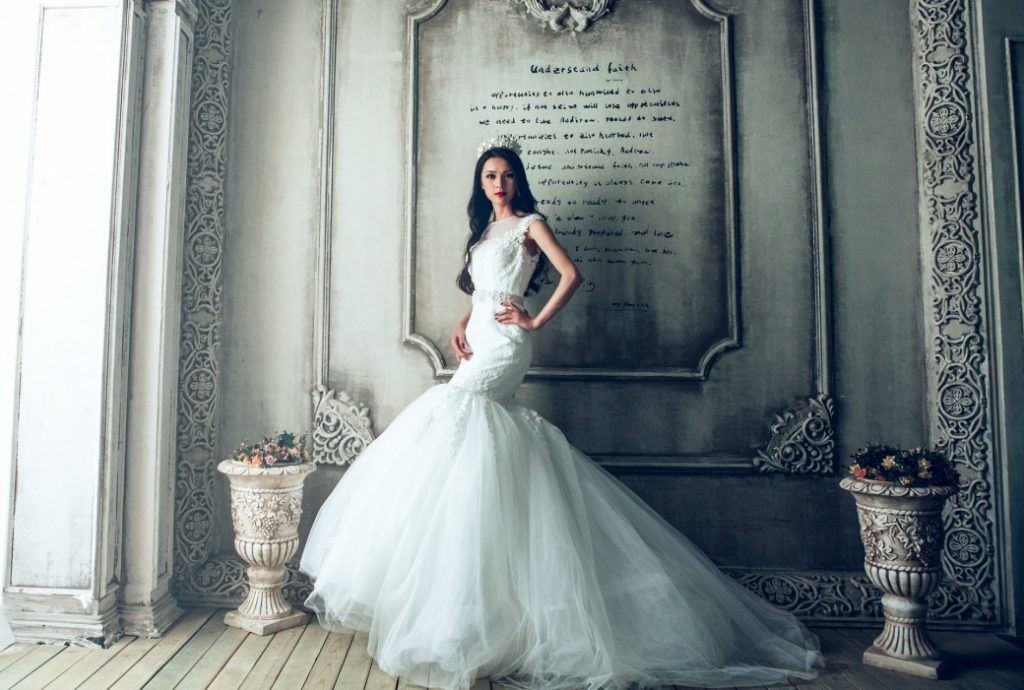 wedding-dresses-1485984_1920